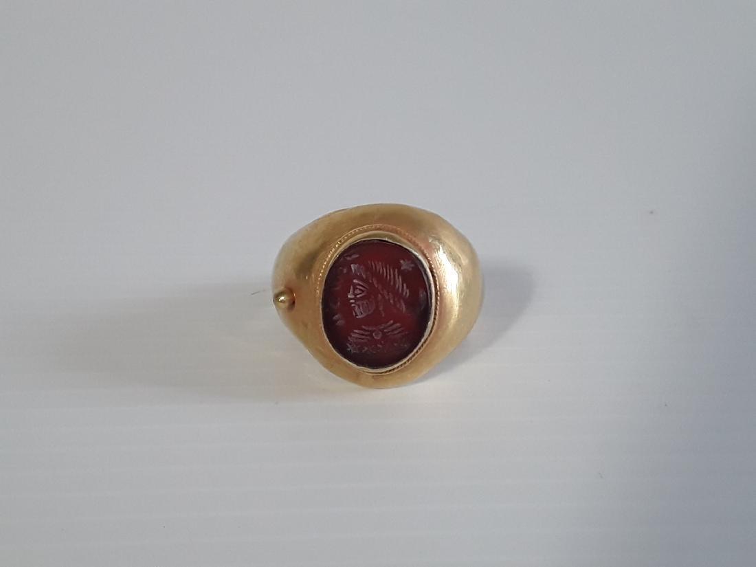 Anillo romano oro cara emperador