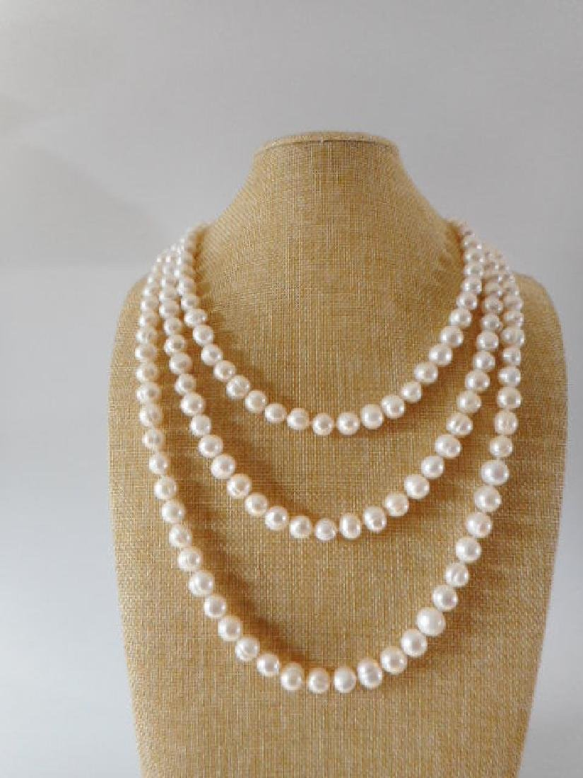 Pearl necklace of white baroque cultured freshwater