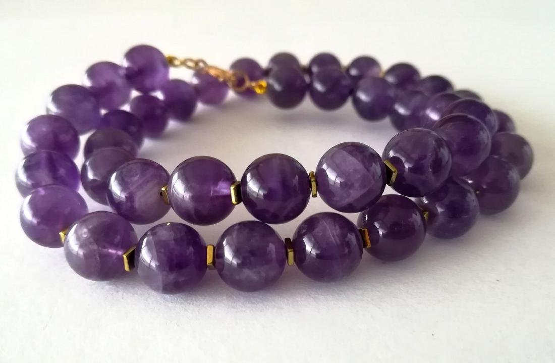 19.2kt – 10mm amethyst necklace – Gold hoop clasp