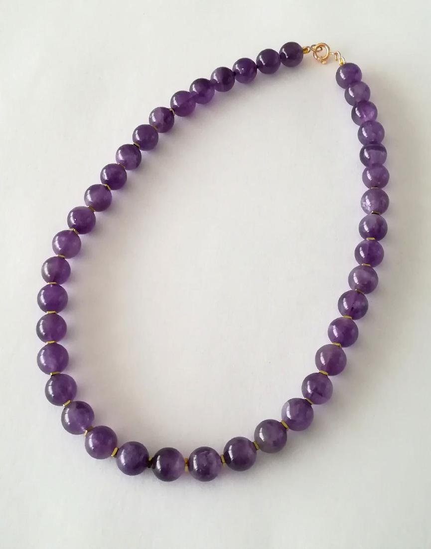 19.2kt – 10mm amethyst necklace – Gold hoop clasp - 9