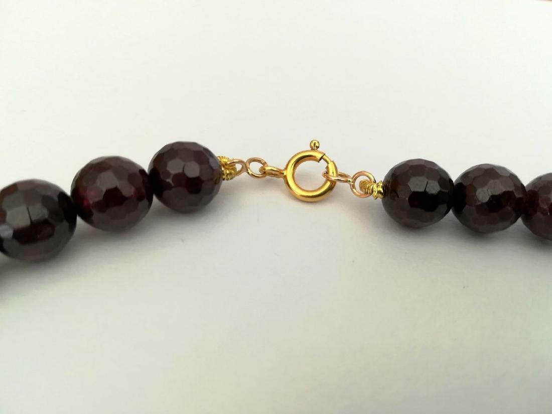 Faceted 9.5 mm garnet necklace – 19.2 kt gold clasp - 2