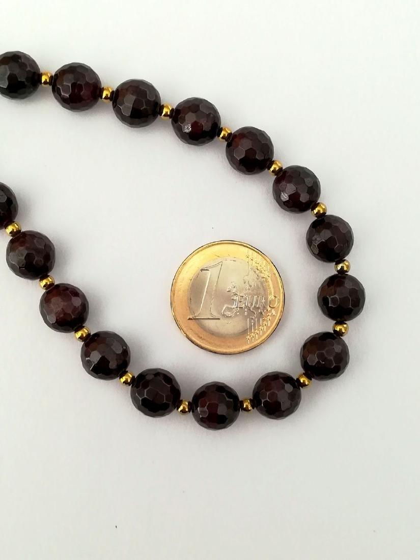 Faceted 9.5 mm garnet necklace – 19.2 kt gold clasp - 5