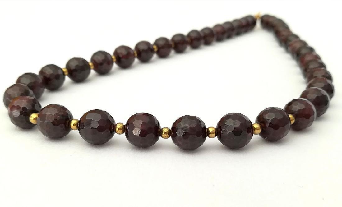 Faceted 9.5 mm garnet necklace – 19.2 kt gold clasp - 7
