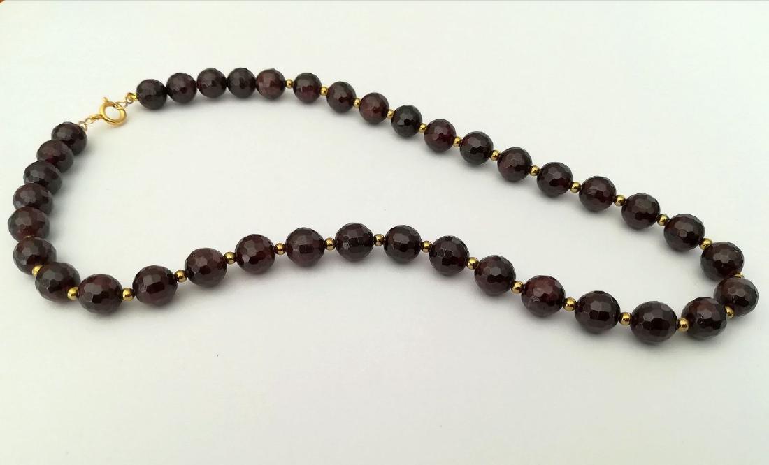 Faceted 9.5 mm garnet necklace – 19.2 kt gold clasp - 8