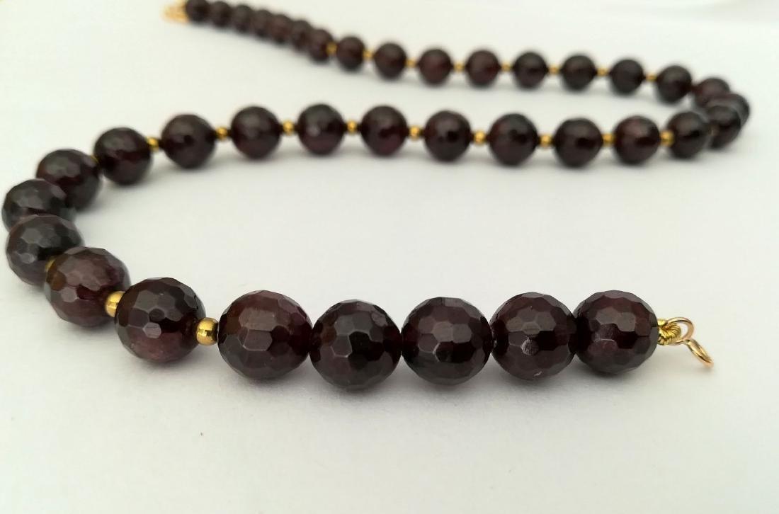 Faceted 9.5 mm garnet necklace – 19.2 kt gold clasp - 9