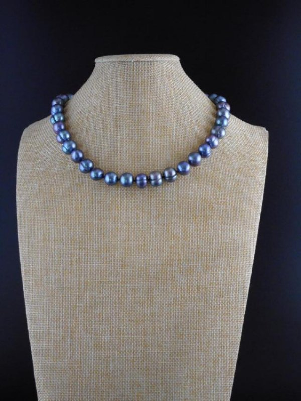 Pearl necklace of gray / green baroque cultivated