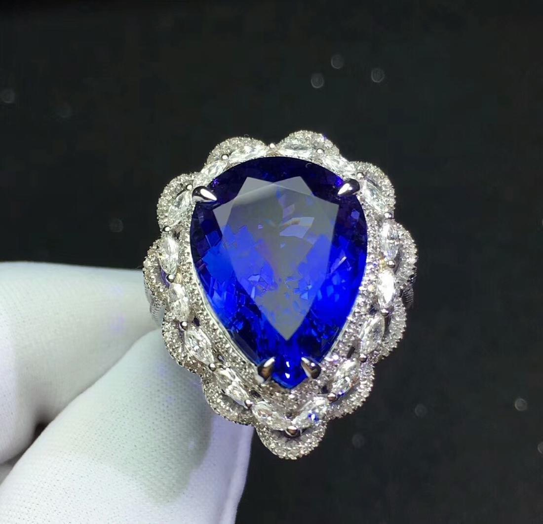 13.6ct Tanzanite Ring in 18kt White Gold