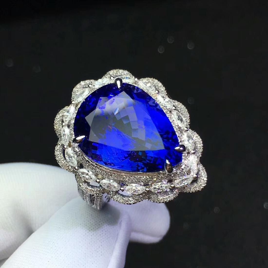13.6ct Tanzanite Ring in 18kt White Gold - 2