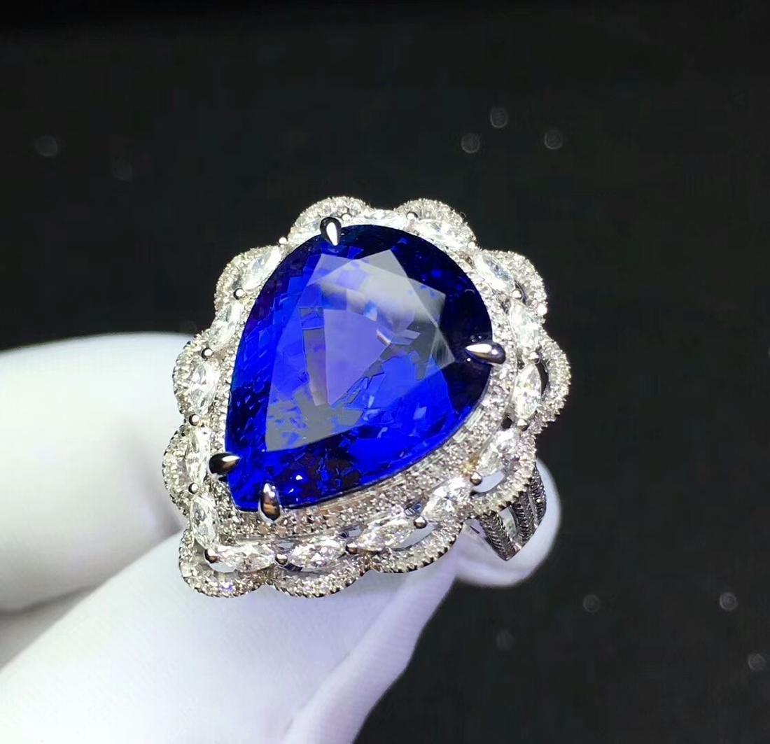 13.6ct Tanzanite Ring in 18kt White Gold - 3