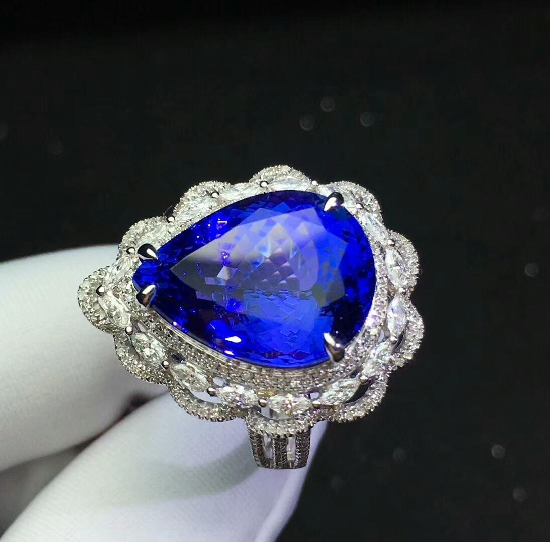 13.6ct Tanzanite Ring in 18kt White Gold - 4
