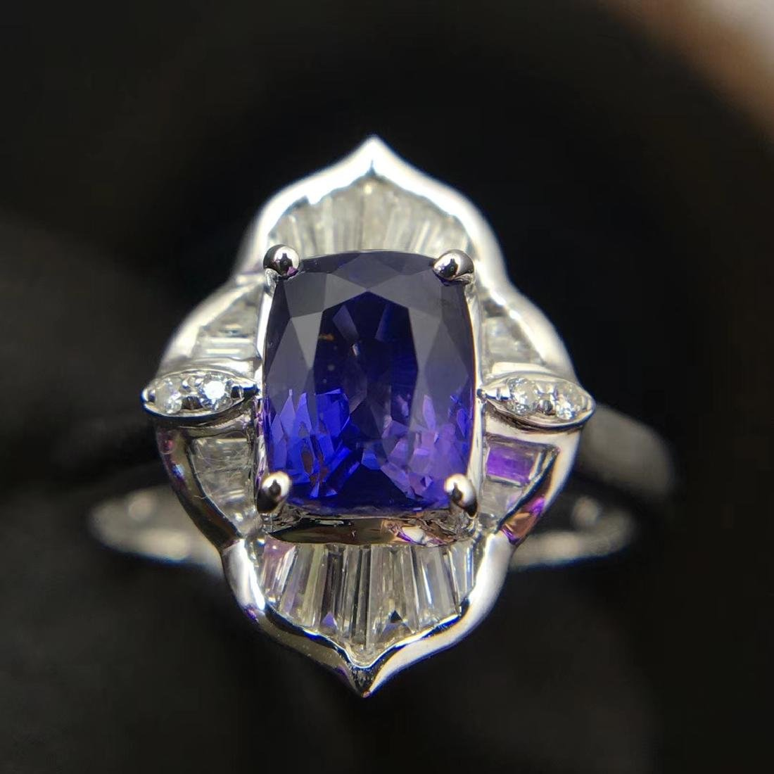 1.52ct Sapphire Ring in 18kt white Gold