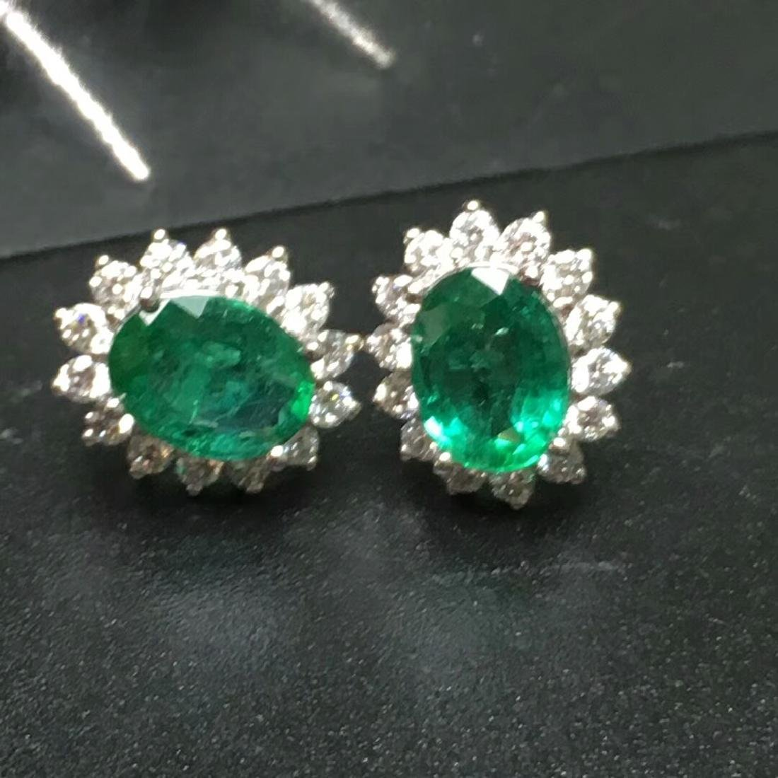 2.0 CTW Emerald & VS Diamond Earring 18K - 2
