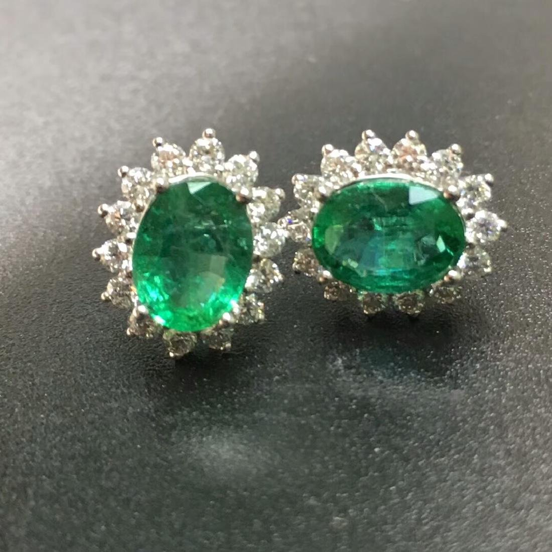 2.0 CTW Emerald & VS Diamond Earring 18K - 3