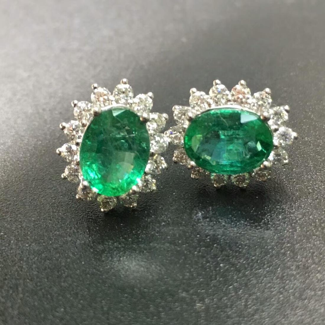 2.0 CTW Emerald & VS Diamond Earring 18K - 4