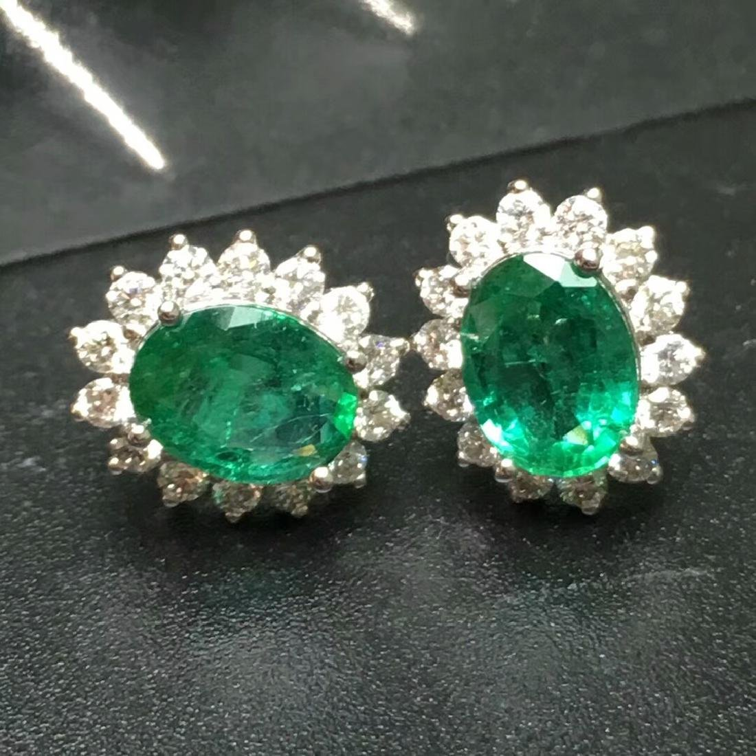 2.0 CTW Emerald & VS Diamond Earring 18K - 5