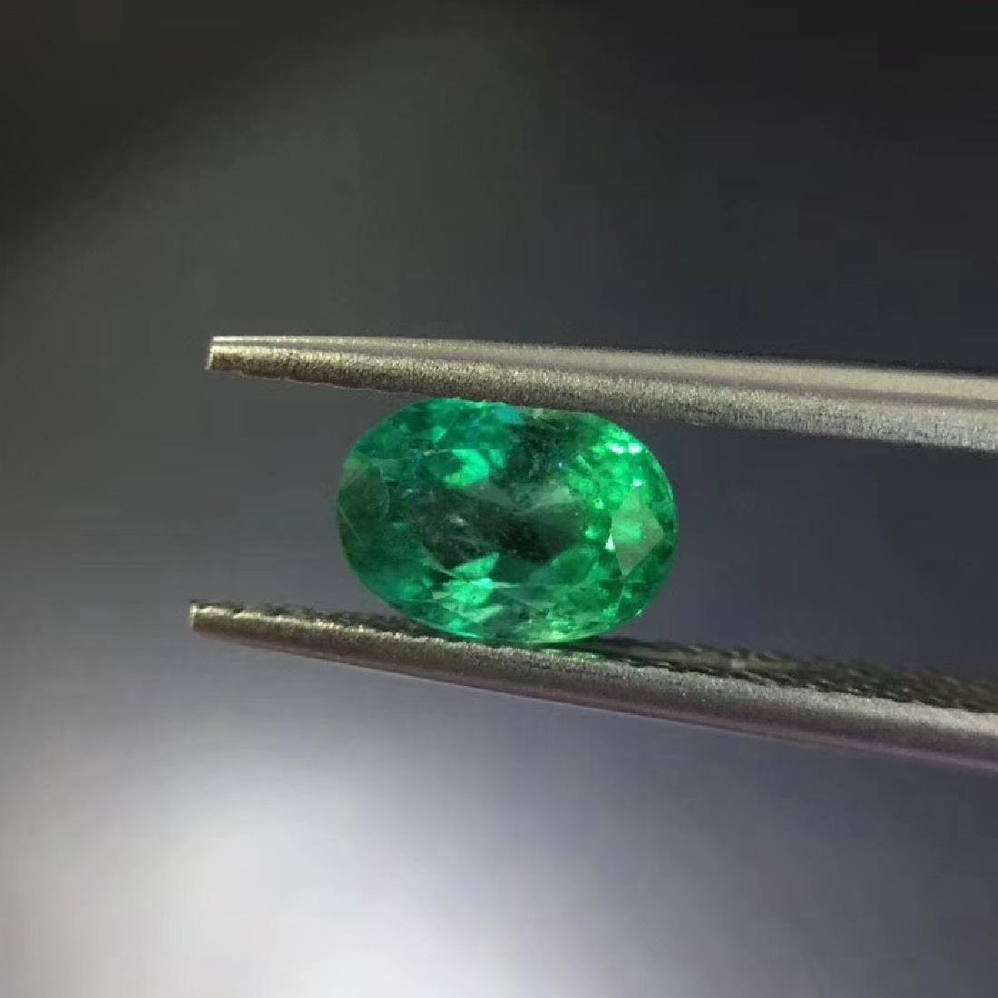 1.06 ct Emerald 5.0*6.9*4.2 mm Oval Cut