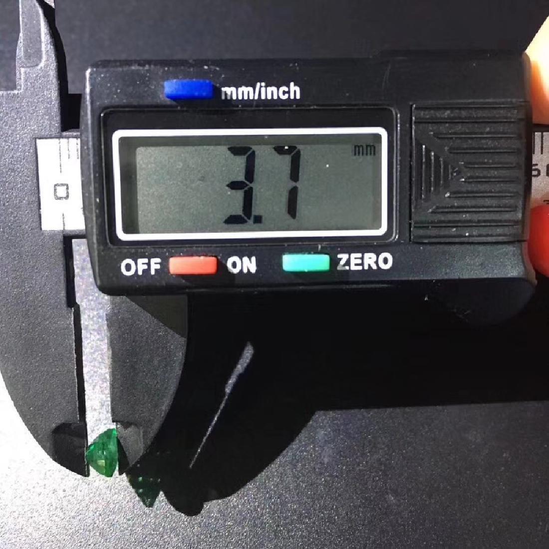 0.94 ct Emerald 5.0*6.9*3.7 mm Oval Cut - 7