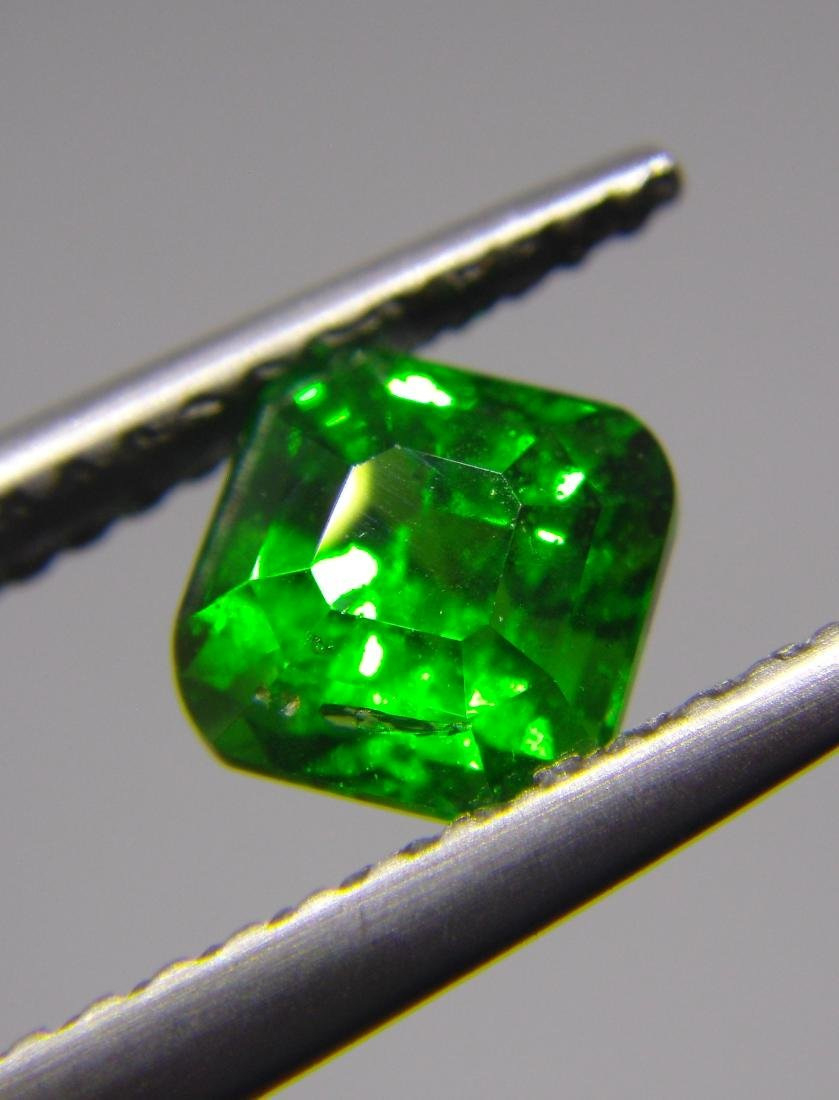Tsavorite Green Garnet Certified - 1.09 ct