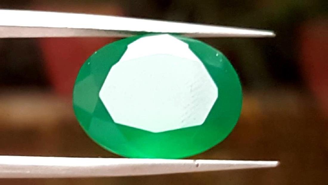 8 CARATS NATURAL EMERALD GREEN CHALCEDONY - 8