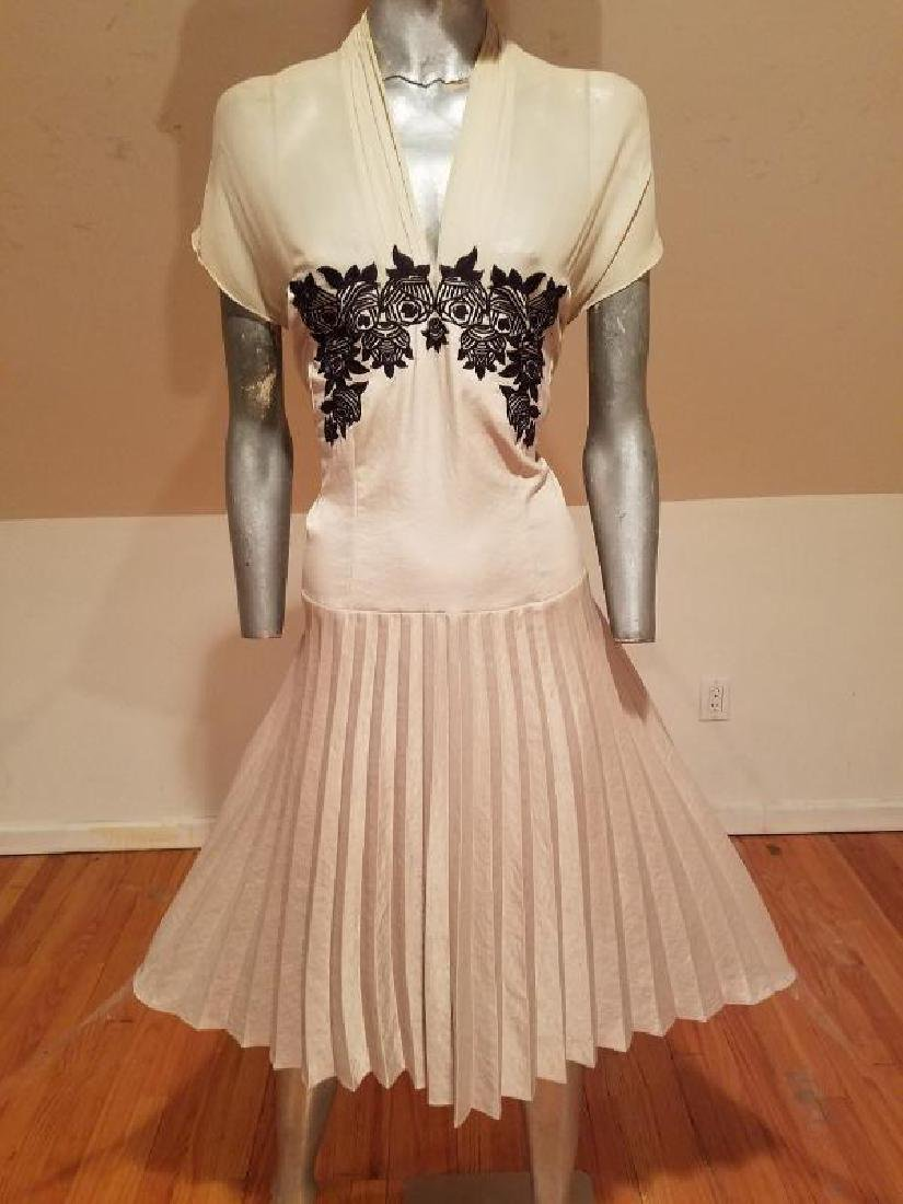 Vtg Beige Floral embroidered satin pleated dress - 2