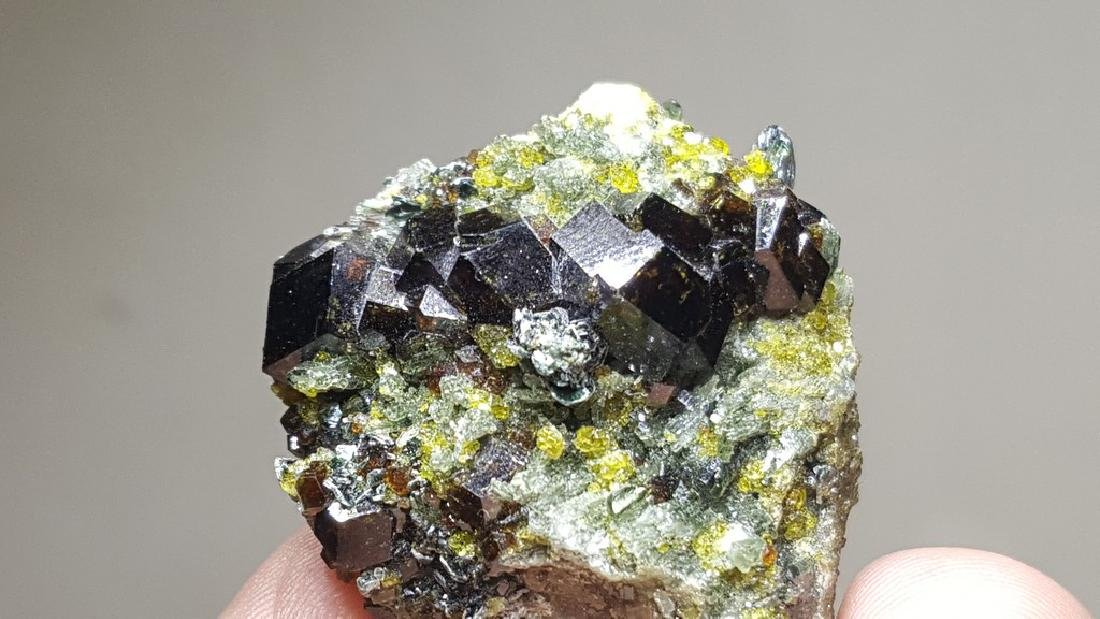 17 GRAMS MAGNETITE & EPIDOTE  CLUSTER ON A MOTHER ROCK - 2