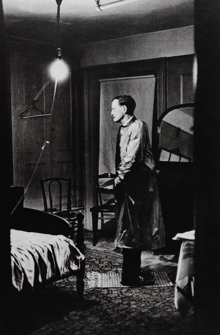 DIANE ARBUS - Backwards man in his room 1961 New York