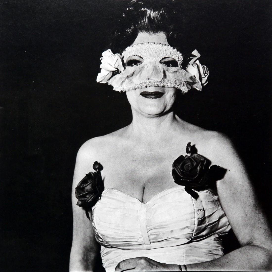 DIANE ARBUS - Lady at masked ball with two roses