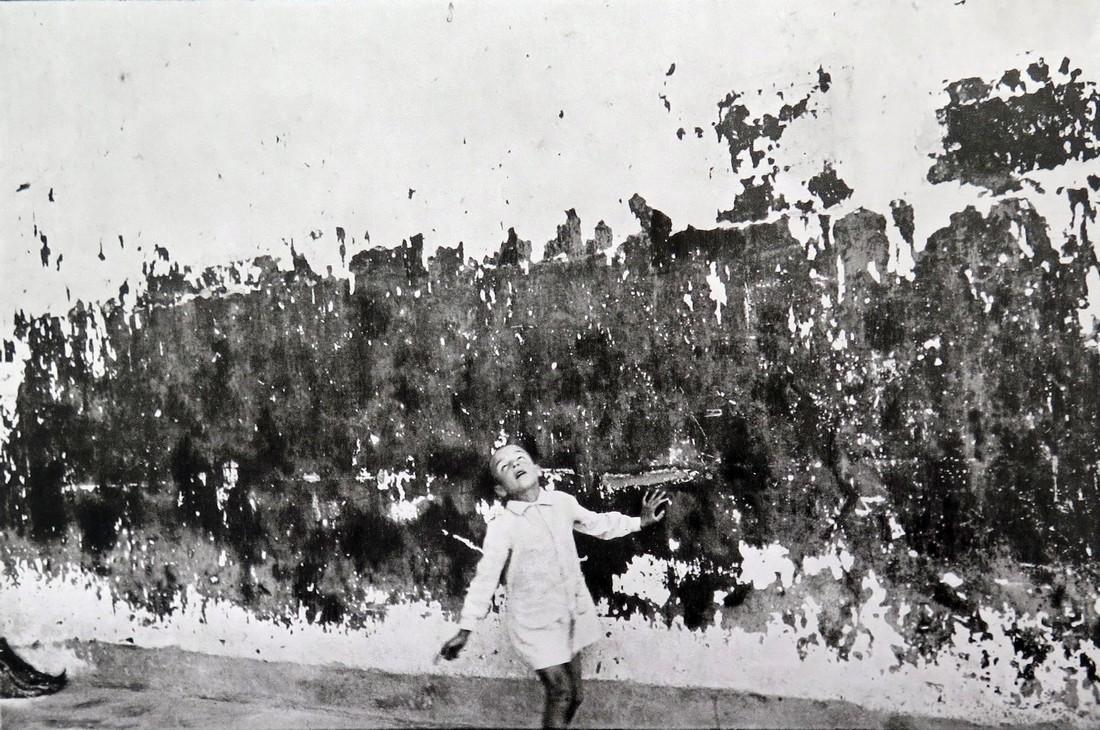 HENRI CARTIER BRESSON - Valencia, boy Spain 1933