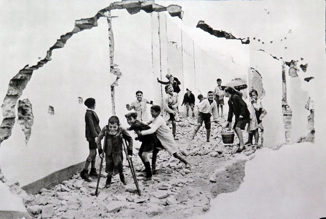 HENRI CARTIER BRESSON - Seville, Spain 1933