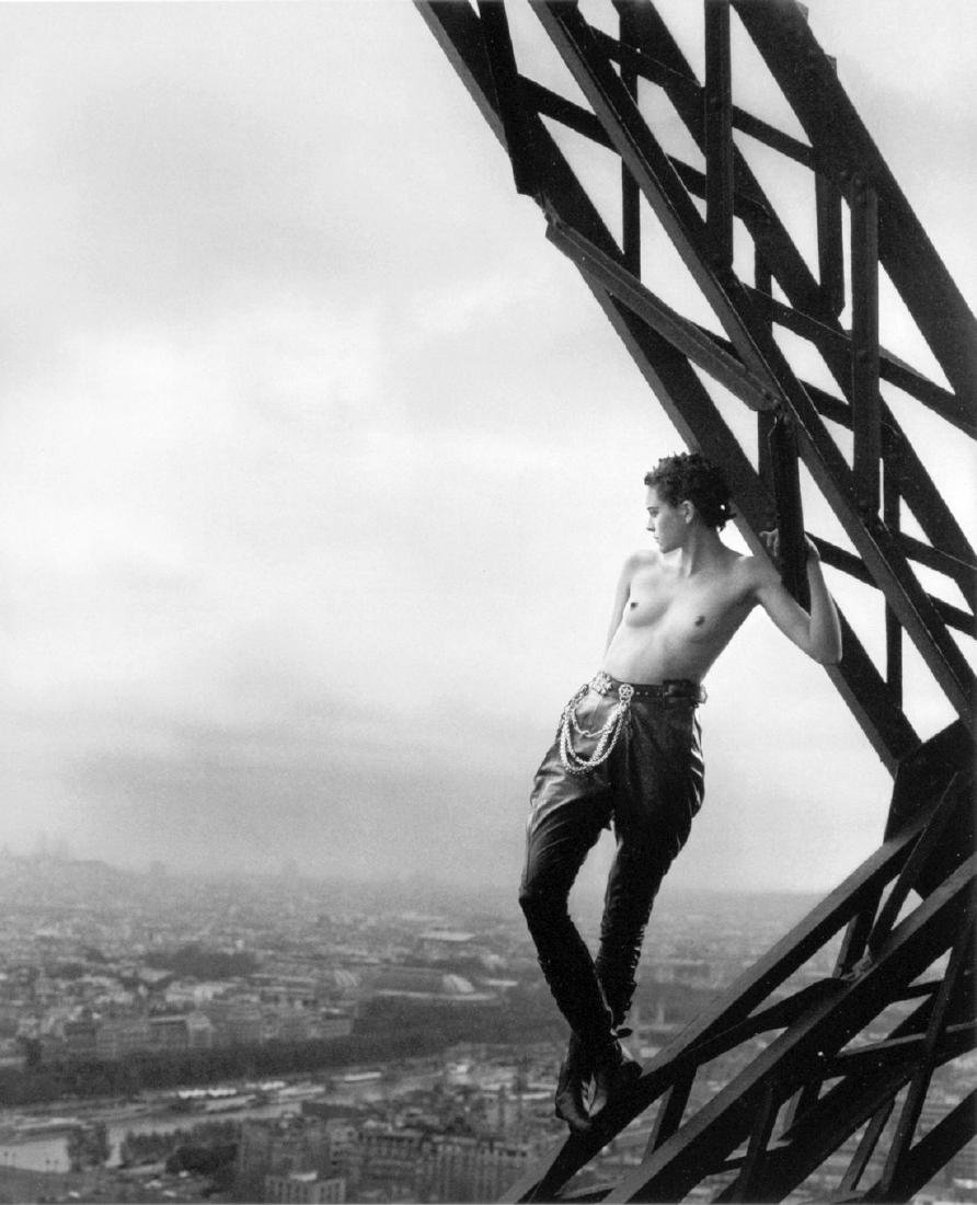 PETER LINDBERGH - Mathilde, Tour Eiffel, Paris, 1989