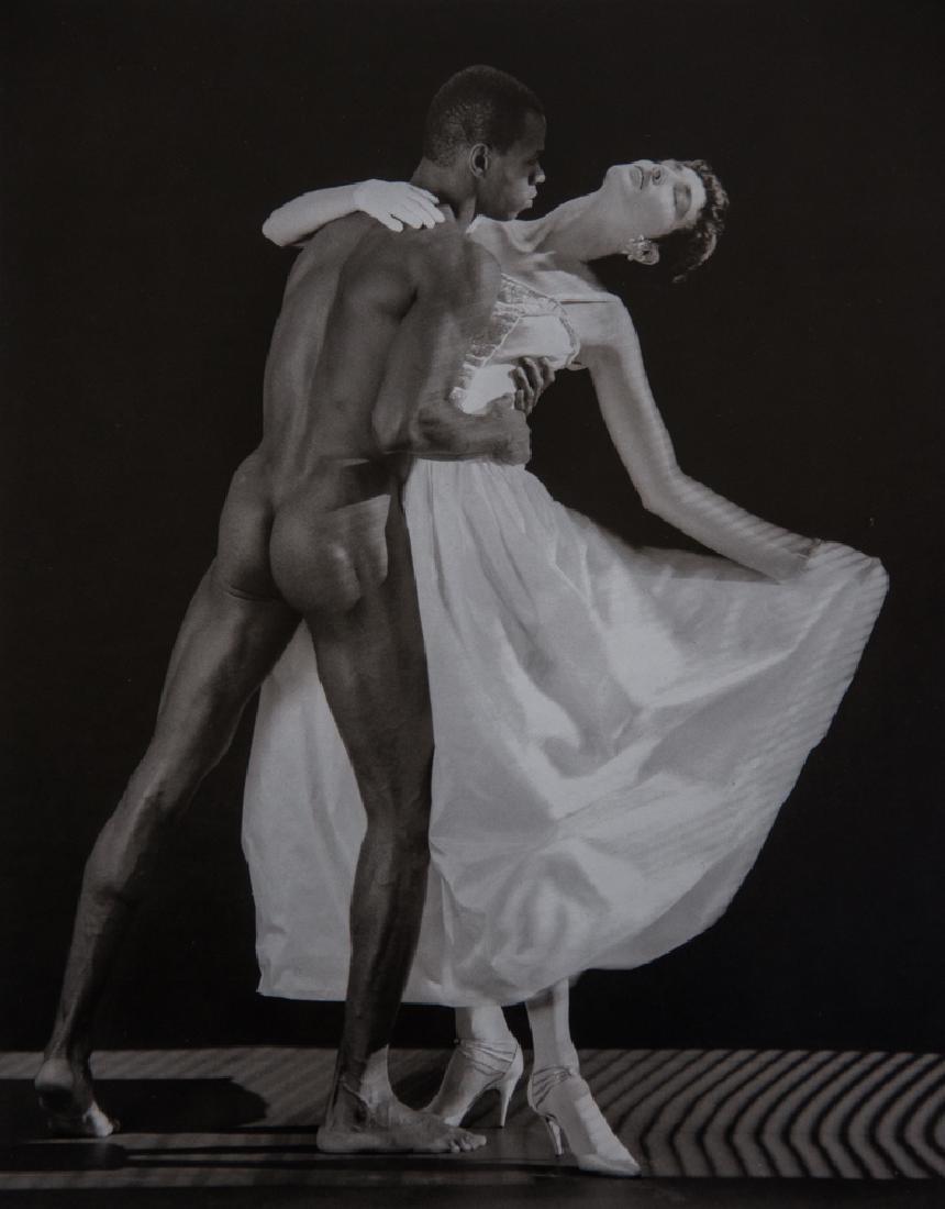 ROBERT MAPPLETHORPE - Thomas and Dovanna, 1986