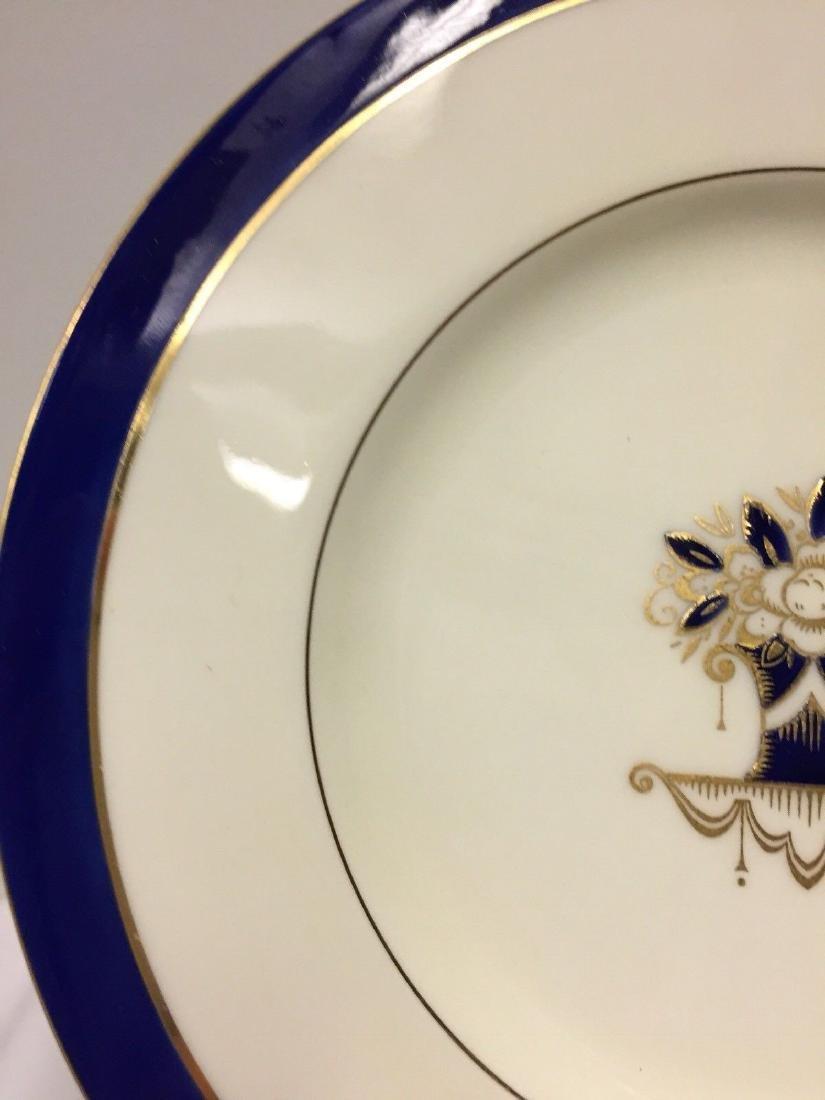 Set of 12 Antique English Porcelain Lunch Plates, 1900 - 4
