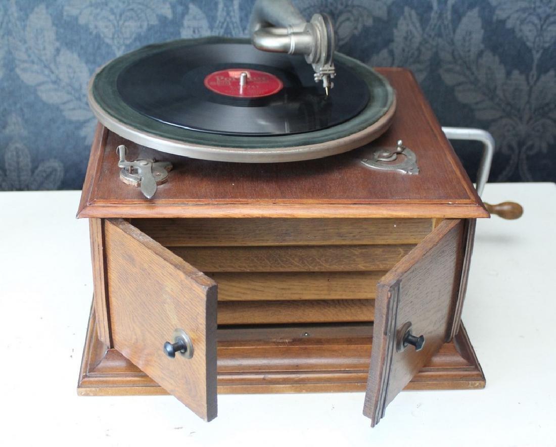 Antique recordplayer HMS like model