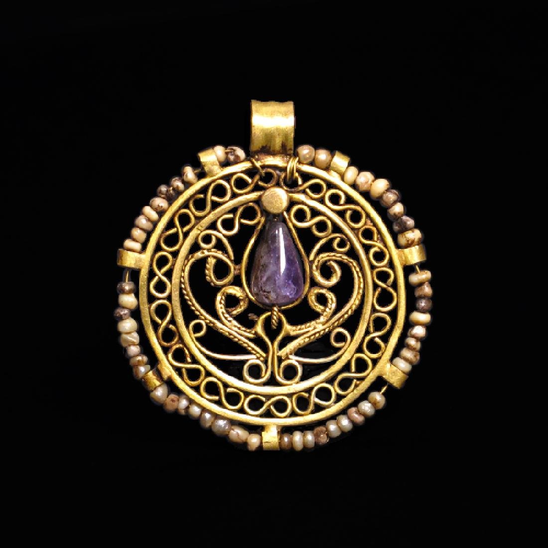 Byzantine Amethyst, Pearls and Gold Pendant, c. 8th -
