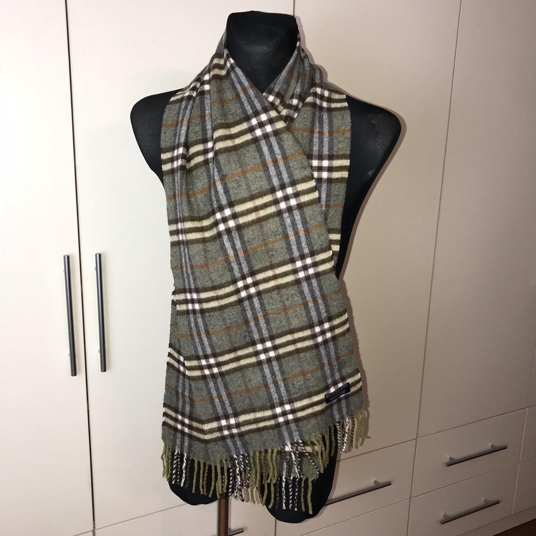Burberry 100% Lambswool Scarf - 3