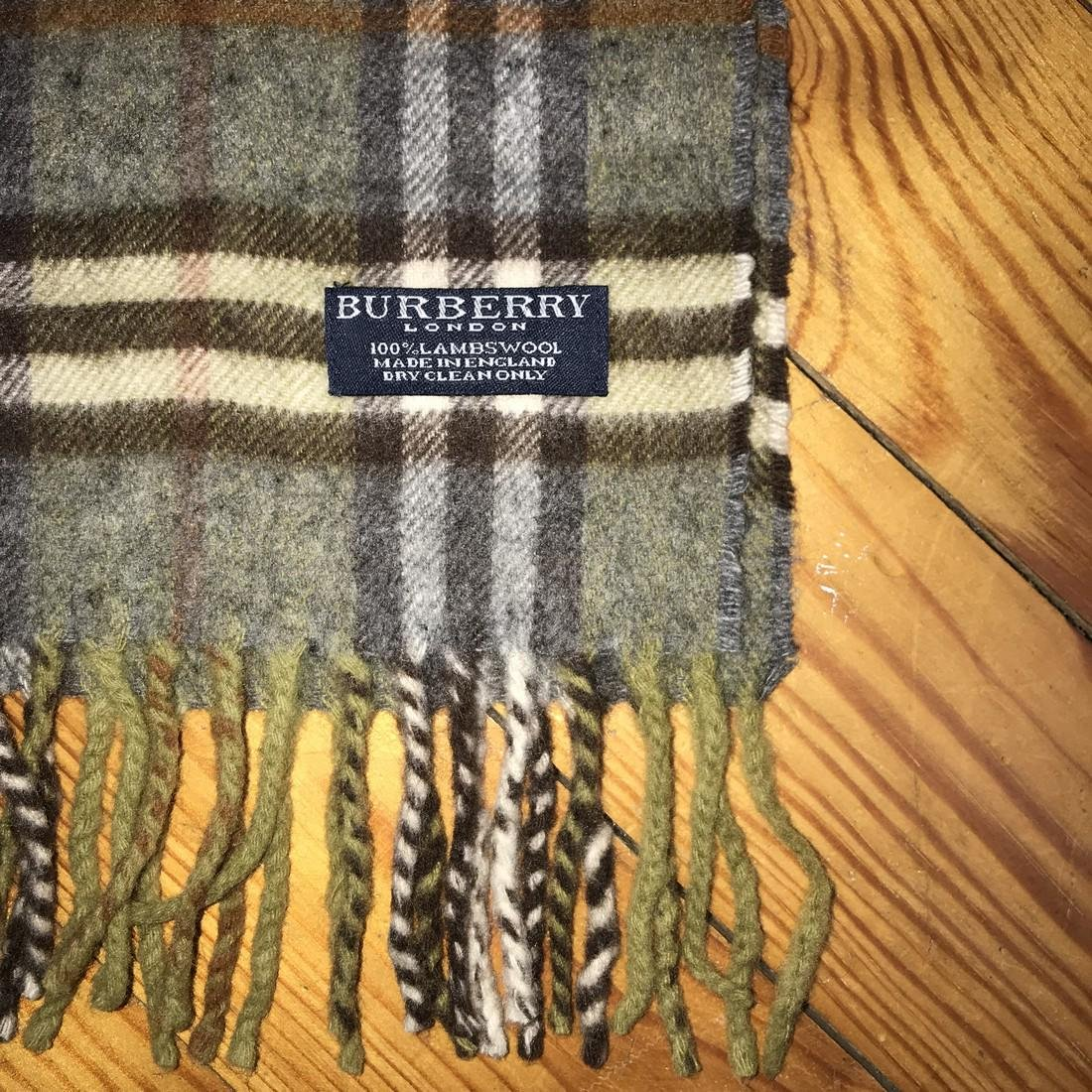 Burberry 100% Lambswool Scarf - 5