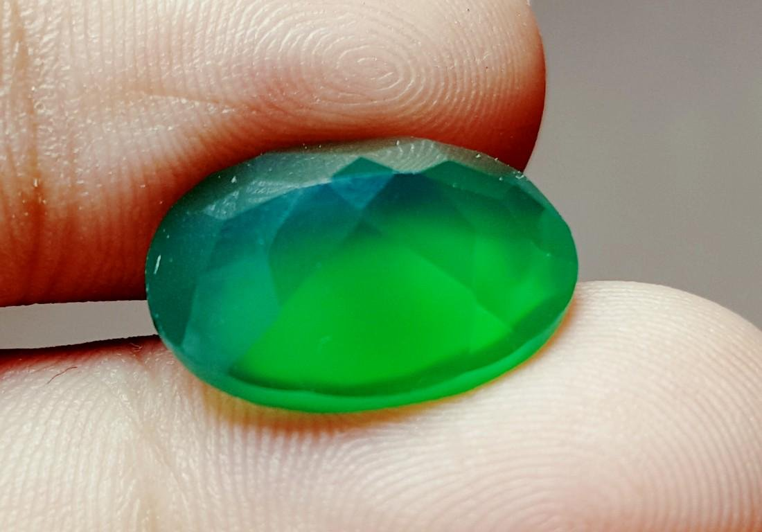 8 CARAT TOP QUALITY NATURAL OVAL SHAPE GREEN CHALCEDONY - 2