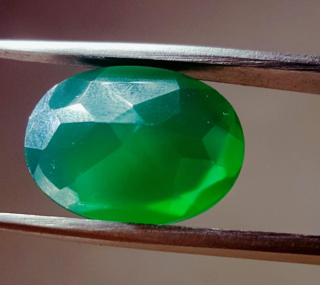 8 CARAT TOP QUALITY NATURAL OVAL SHAPE GREEN CHALCEDONY - 3