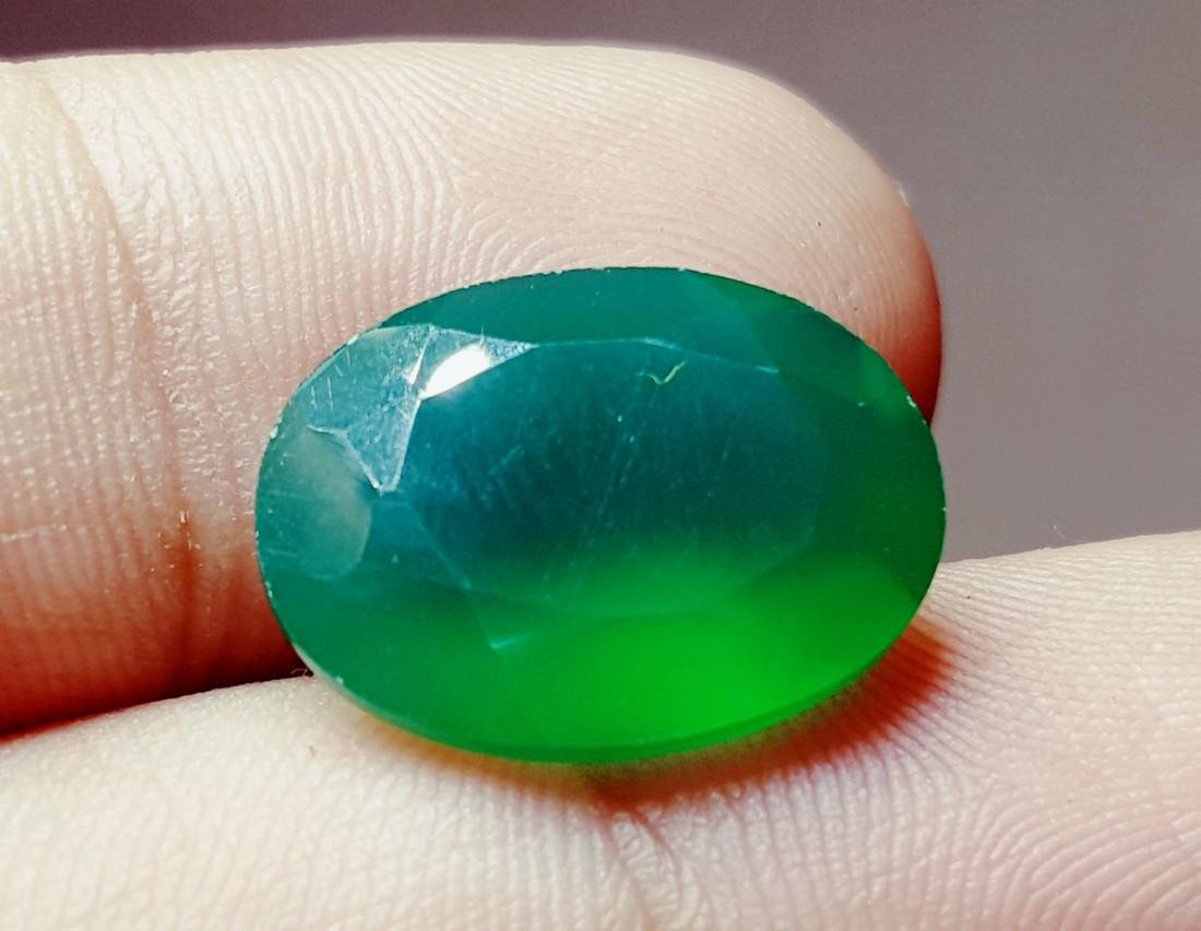 SUPREME QUALITY NATURAL DEEP GREEN NATURAL CHALCEDONY