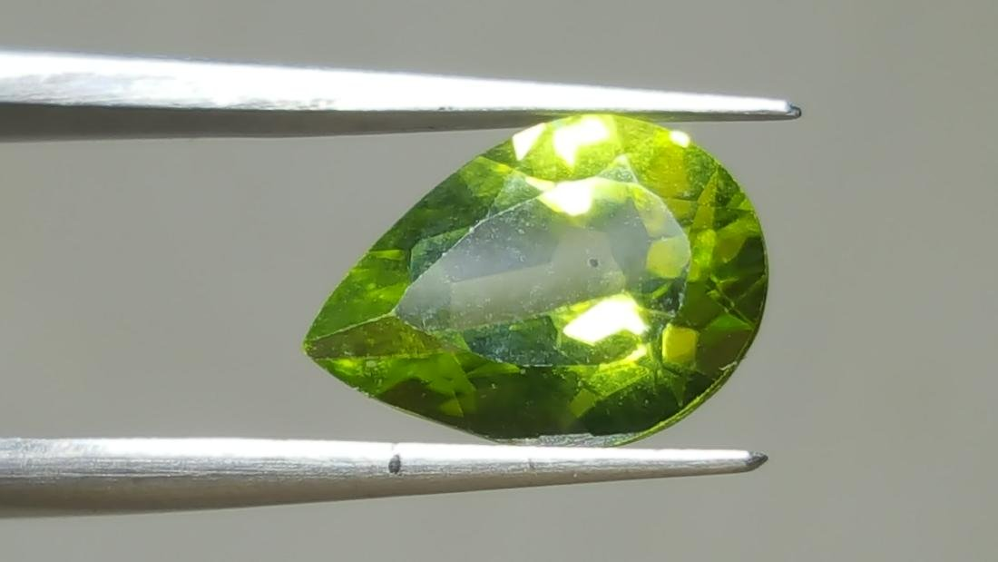 NATURAL PEAR SHAPE PERIDOT