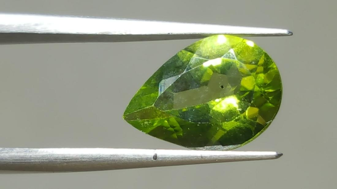 NATURAL PEAR SHAPE PERIDOT - 2