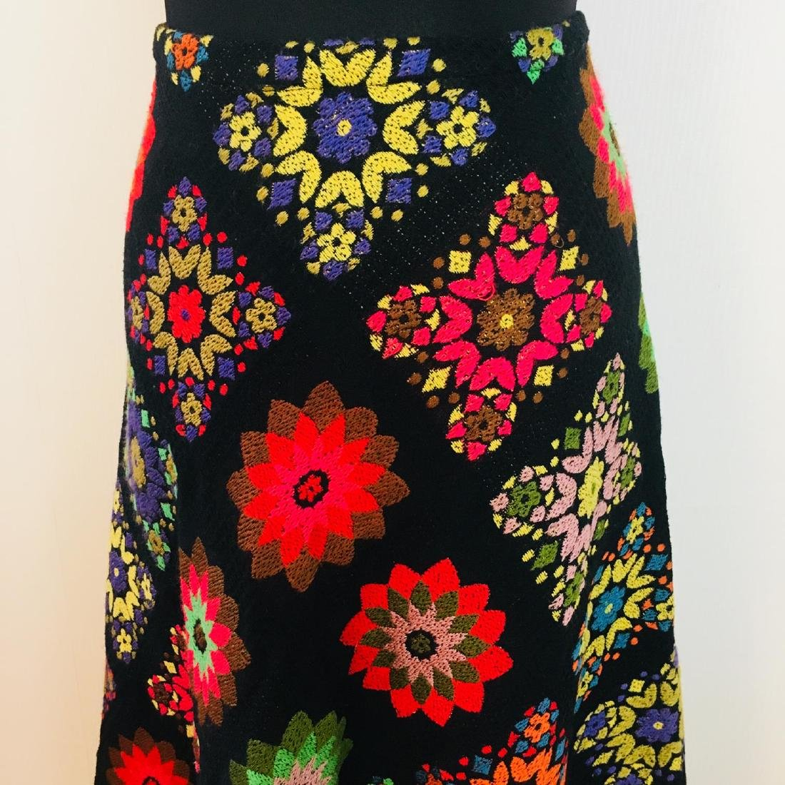 Vintage Women's Skirt With Embroidered Flowers Size EU - 2