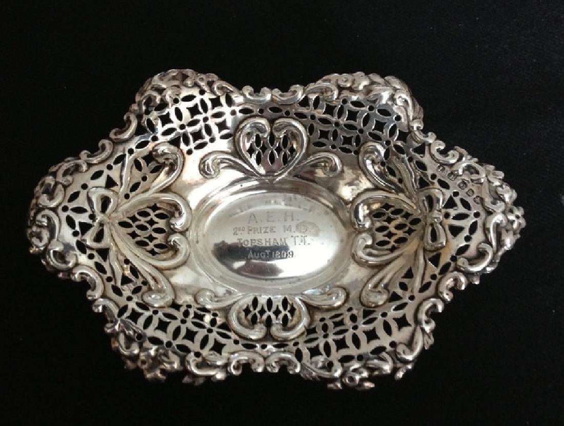 Pair of English silver basket bowls, Victorian - 2