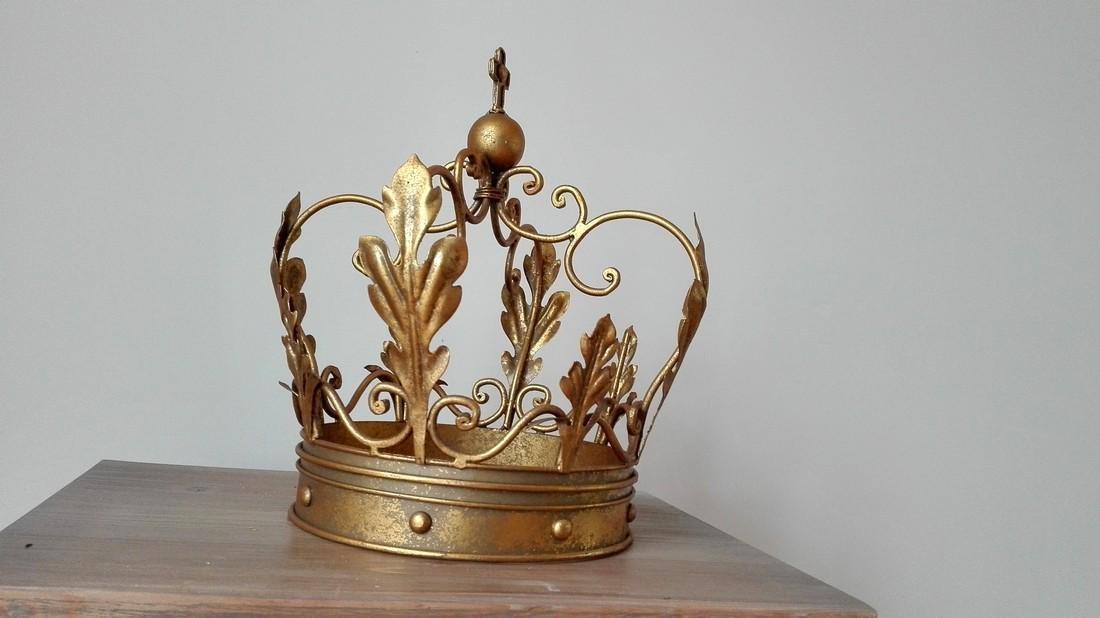 Beautiful decorative crown - 4