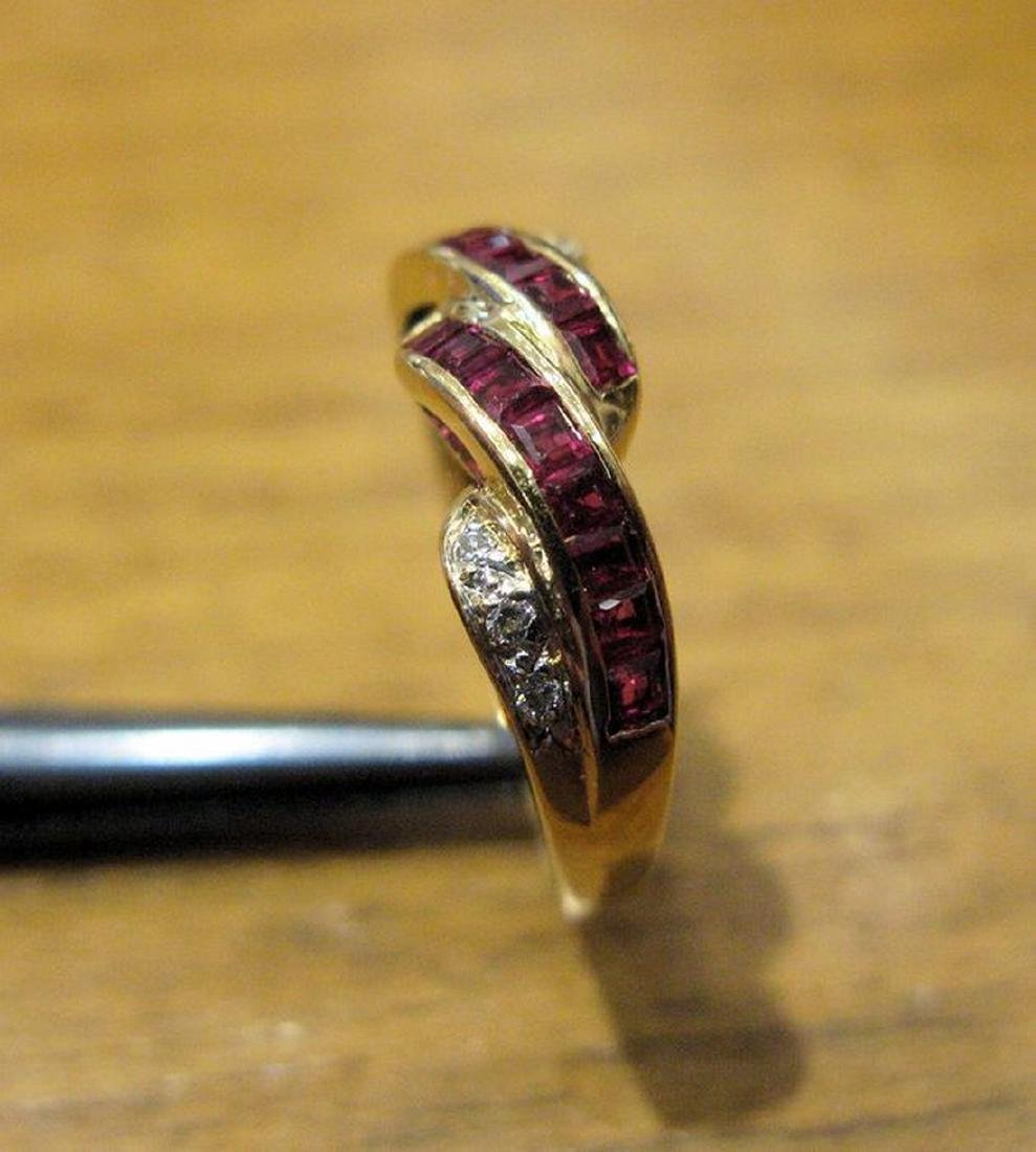 18 kt yellow gold ring with 2 rows of carré cut rubies - 2