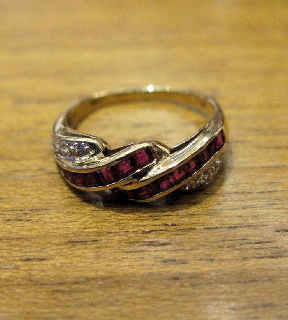 18 kt yellow gold ring with 2 rows of carré cut rubies - 4