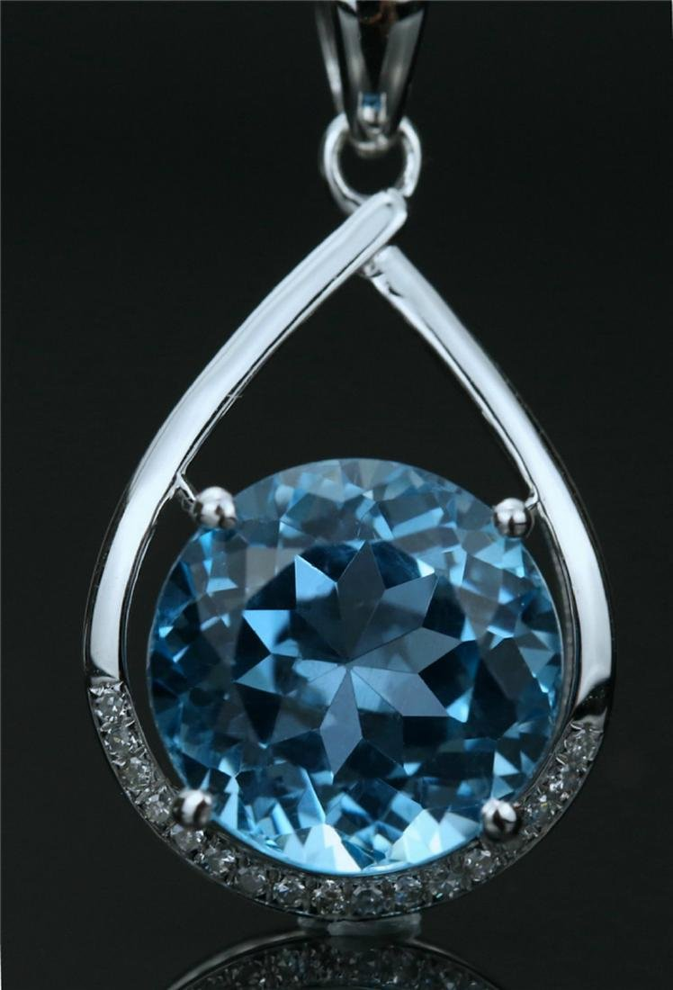 18k white gold pendant with blue topaz 6.7ct.