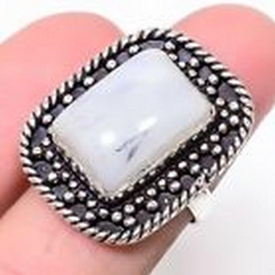 Magnificent Rainbow Moonstone 925 Sterling Silver Ring