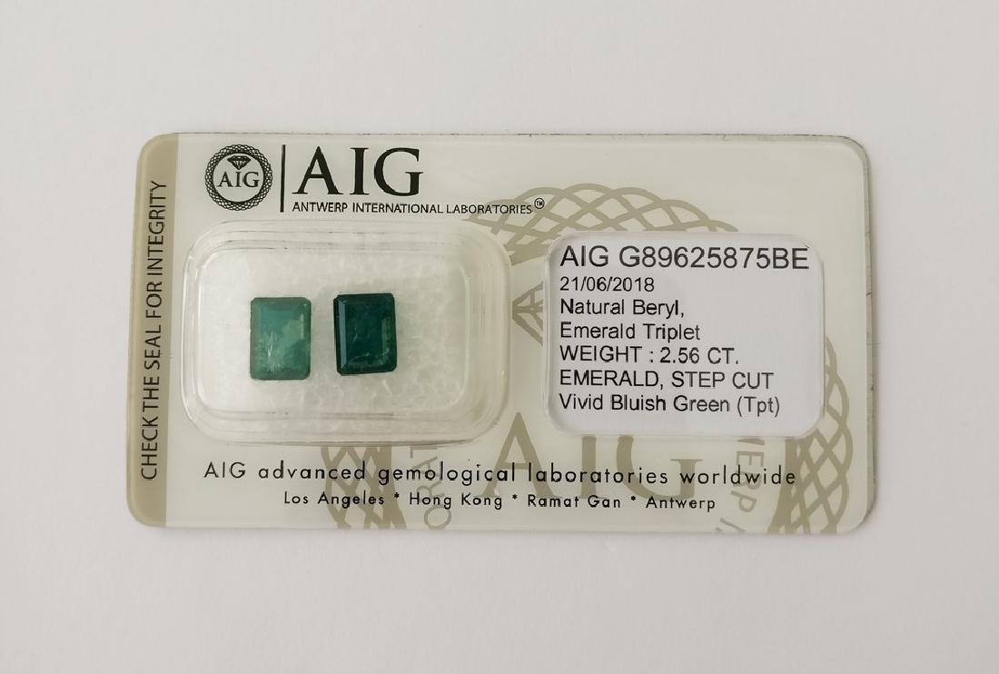Couple of 2 Emerald's Vivid Bluish Green 2.56 ct