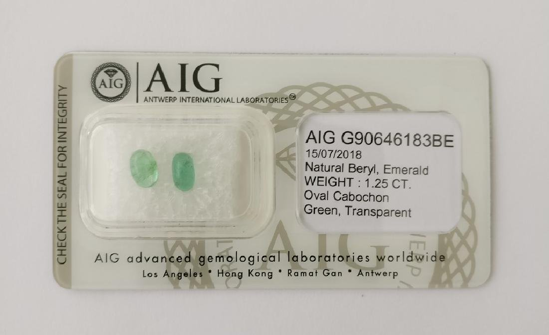 Couple of 2 Emerald's Green 1.25 ct